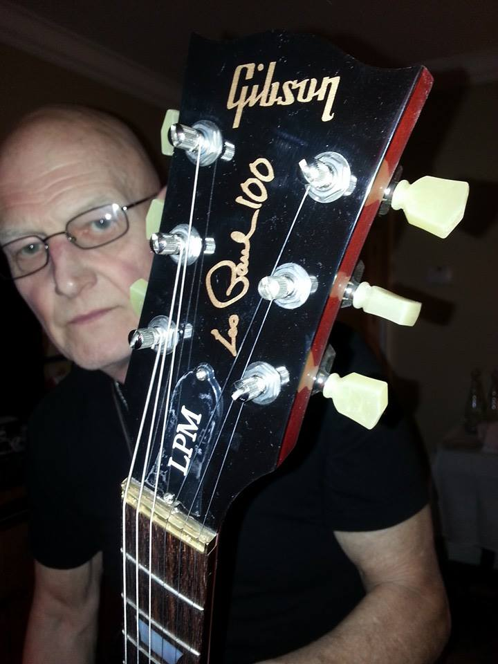 Slade with his gift from Gibson – Limited edition Les Paul