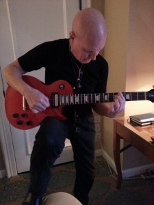 Chris_Slade_with_Limited_Edition_Les_Paul_Guitar2