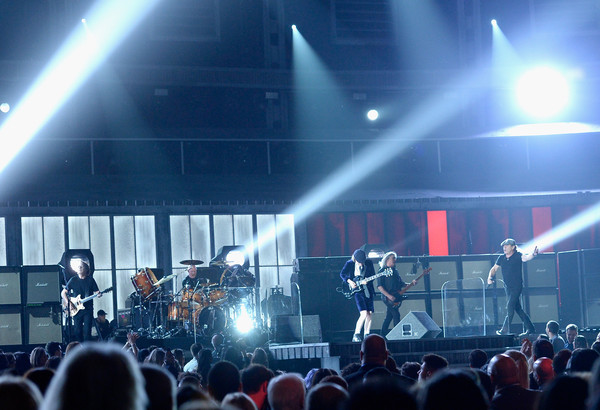AC/DC plays The Grammys 2015