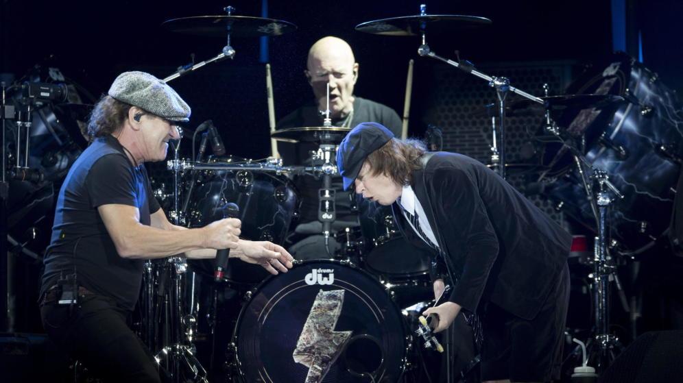 Chris Slade, el calvo de AC/DC que tocó sin hacer ruido en el pueblo de Indurain en 2011